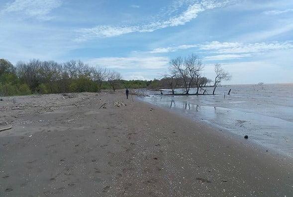 Pantai Muara Beting merupakan destinasi wisata yang wajib kesana ketika sedang berada di bekasi